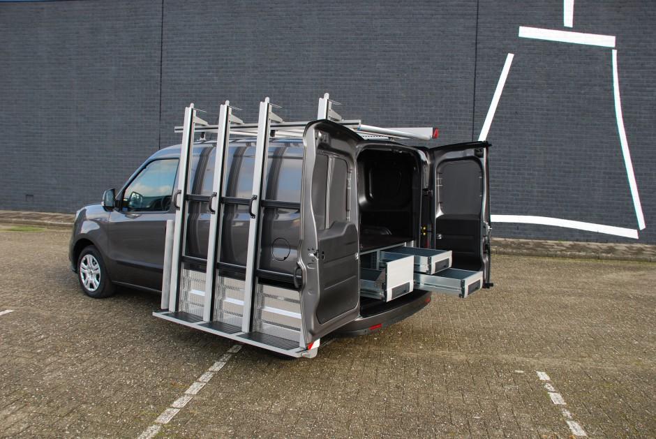 Bedrijfwageninrichting op maat met glasresteel van Roofpacker
