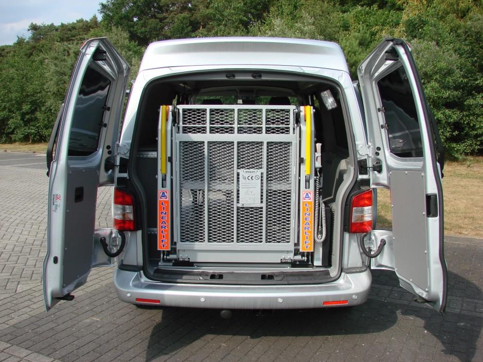 Laadklep rolstoelvervoer door Veth Automotive